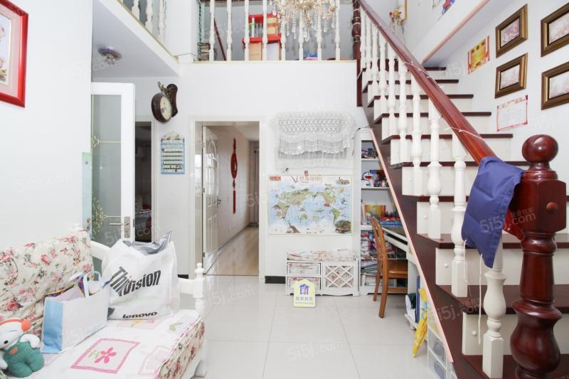 华庆里商品房精装修两室带阁楼带露台业主诚意出售