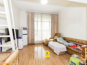 首开常青藤一期 满五年名下一套 一居室中间位置送20㎡露台